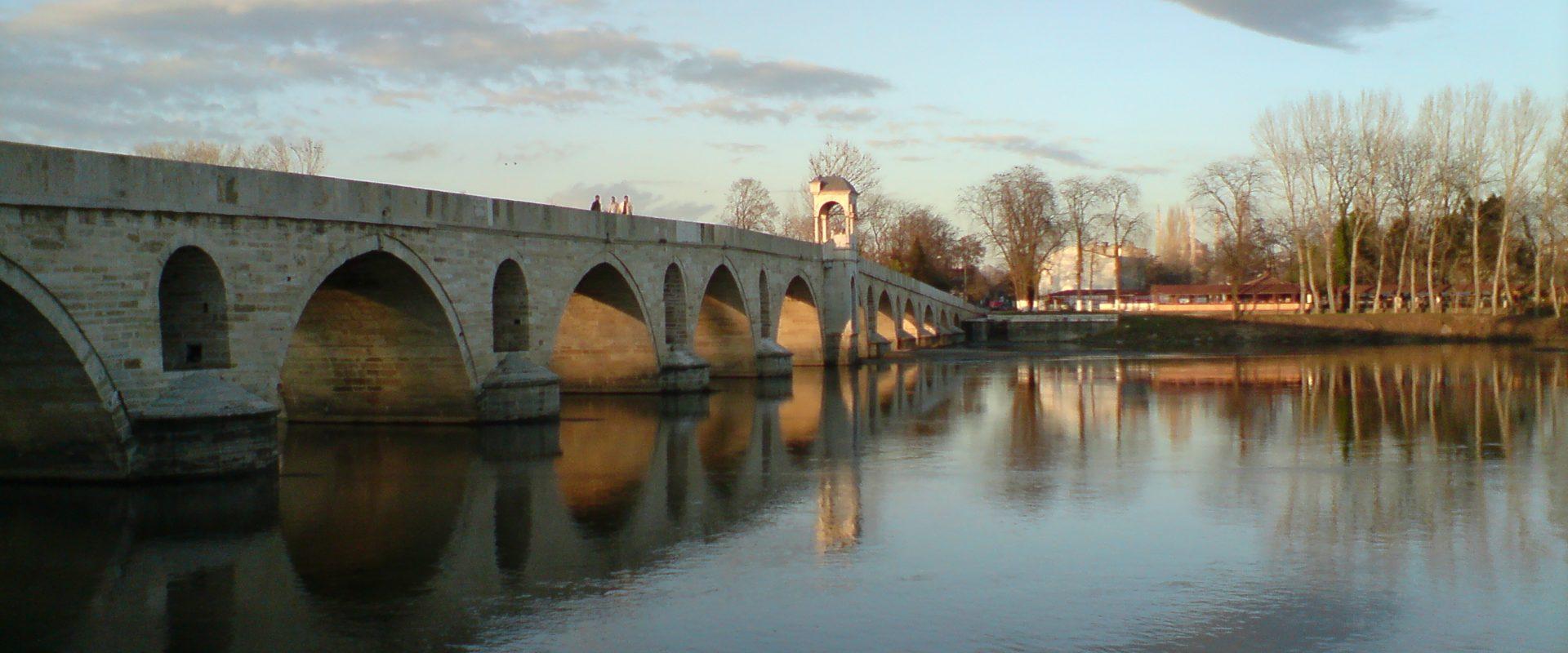 Река и мост Марица
